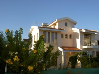 Palm Beach Villa, Oroklini