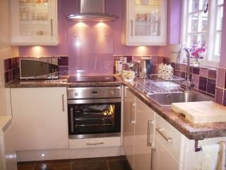 Pretty, well equipped kitchen, has all you want and more