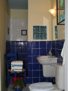 En-suite shower room (walk in shower, WC, wash basin)