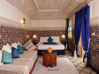 The Amir (Prince) suite is beautifully decorated with ornate plasterwork and tiling