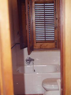 2° Bagnetto al secondo piano con vasca - completo di complementi bagno
