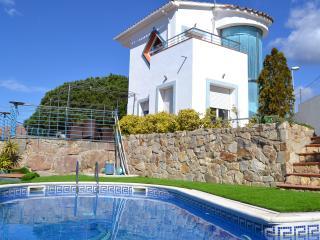Pretty house near sea with pool, Sant Pol de Mar