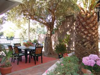 Villa Centaurea - Apartment with garden near town