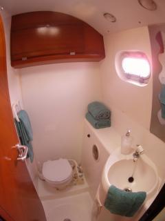 3 x en-suite heads/ shower & toilet