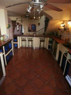 Enormouse Farmhouse fully-equipped kitchen with raised Bar/Dining Area