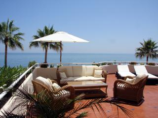 Beach front apartment Estepona