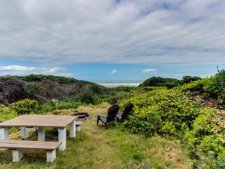 Dog-friendly oceanfront cabin in the trees with gorgeous views, Yachats