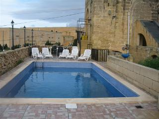 HORA FARMHOUSE, SAN LAWRENCE, GOZO, POOL, VIEWS, BBQ, 5 BEDROOMS, 5 BATHROMS