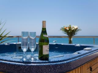 405-Beach-Luxury-4-bed-Penthouse-stunning views-all year HEATED POOL-Hot Tub