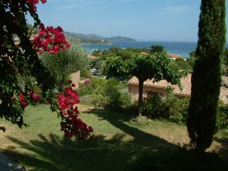 Cotes d azur, le Lavandou, Rez de jardin, 6p, 250 mètres plages, vue mer, jardin