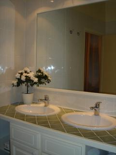 Attractive modern ensuite adjoining the main bedroom.