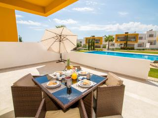 Luxurious 2 bed apt with 2 pools near the beach, Albufeira