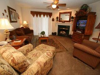 2Pools/Lazy River/Gas Fireplace/Mtn Views. the heart of Pigeon Forge!