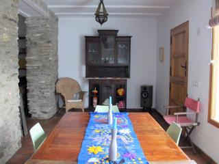 Dining area of the living room with extendable table for 4 to 10 people