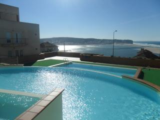 Panoramic Ocean view 2 min walk to beach! Family friendly- WI-FI, parking, pool