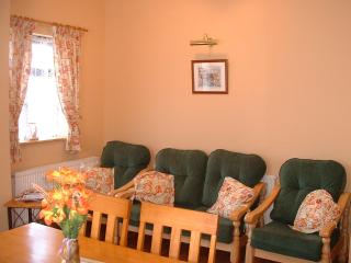 Sitting /dining  area with open turf fire ,flat screen ,satelite tv. ,dvd., cd./radio , free WiFi,