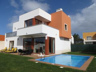 Casa da Lagoa, luxury detached villa, wi-fi, private pool, sleeps 6, Obidos