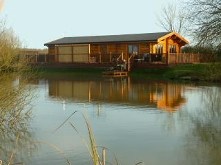 Holiday lodge with Hot Tub and Sauna 5* Waterlily, Oakham
