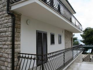 Villa Roko, Okrug Gornji