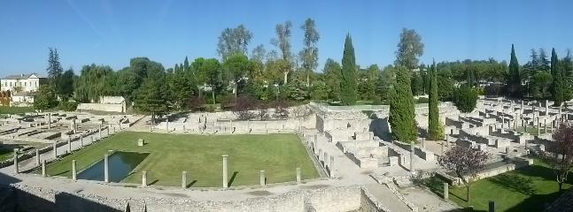 Vue du salon et des chambres du site archéologique Romain