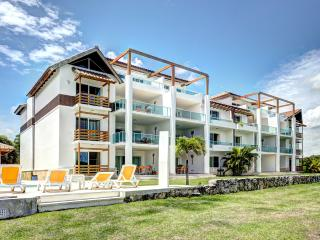 - 2BR Golf Course w/ Private beach access QUIET AND PEACEFUL :) :)