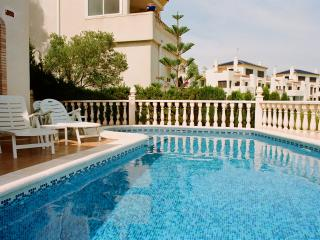 Luxury 3 Bed villa w/pool, Full SKY TV, wi-fi, Villamartin