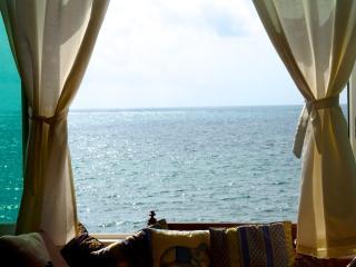 Exquisite 3bedroom condo beach front with pool, Puerto Morelos
