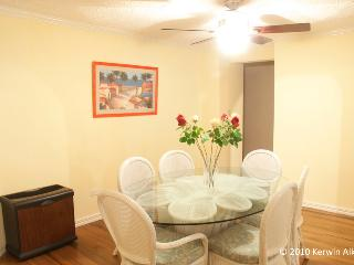 Dining room at Diamond Oasis