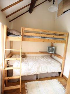 Bunk bedroom, full size beds.