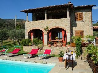 Villa with pool near Cortona