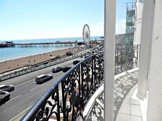 Beach Pad Apartment - Amazing  Brighton sea Views