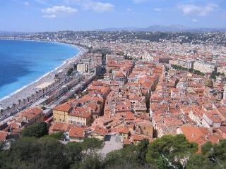 l 'azureen, Niza