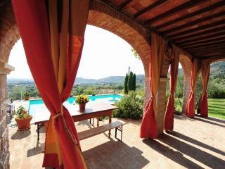 Villa with pool near Cortona