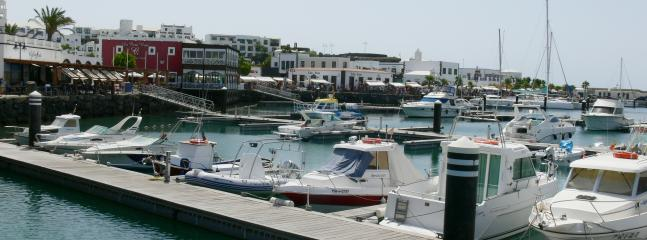 Large selection of waterfront restaurants at the Marina Rubicón - a great place to eat out!