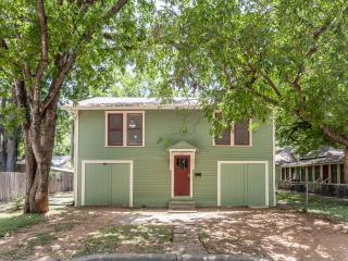 2BD/1BA - The Treehouse - 1930's Hyde Park Home, Austin