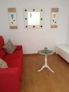 Sala de estar con television plana de 42' y sofá cama