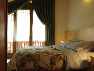 camera da letto matrimoniale.Letto comodo con piumone
