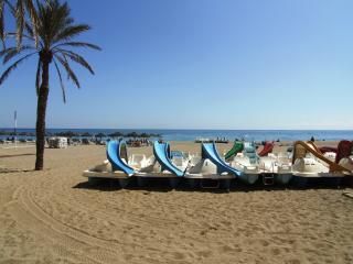 Fuengirola 1st Floor holiday apartment, internet, A/C, near beach and centre