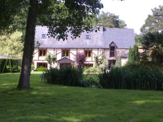 Le Vieux Moulin House sleeps 10  with pool and Spa