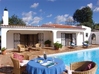 Casa Cristina - Charming Secluded Villa with Private Pool and Superb Views, Sao Bras de Alportel