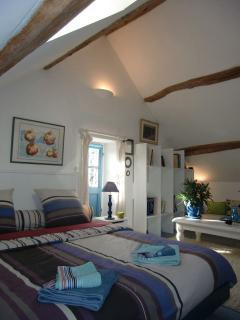 4 à 5 mètres sous charpente monumentale en chêne, chambre aux oliviers, suite 2ème étage, Villa Magn