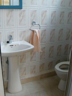 En-suite shower and toilet in each room
