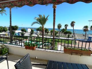 140 m2 BEACHFRONT APARTMENT WITH 2 TERRACES !, Caleta De Velez
