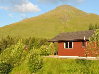 Beautiful chalet with loch and mountain views, Crianlarich