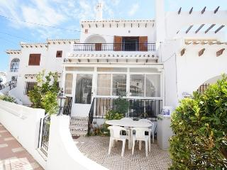 137 - 2 bed townhouse beautiful pool, Torrevieja