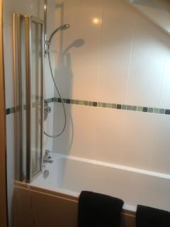 Bathroom on 3rd floor with integrated shower over bath