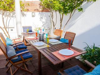 Al fresco meals awaiting for you!