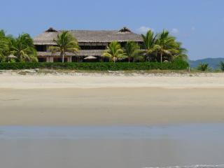 Luxury Oceanfrontvilla, 25meter Pool,Best Location, Puerto Escondido