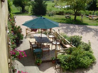 Country farmhouse with pool and summer kitchen, Sleeps 13+