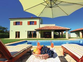 Villa San Lorenzo in 3000 m2 large private garden, Fazana